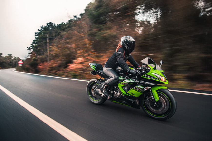 Las motos podrán circular por el arcén